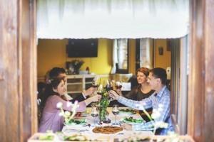 Friends on the table | Leonardo Bansko