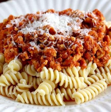 Паста болонезе - пене, фусили или спагети | Leonardo Bansko