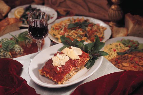 Rich Italian dinner | Leonardo Bansko