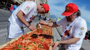 World record for the longest pizza | Leonardo Bansko