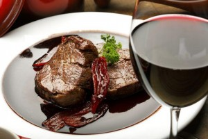 Italian wine with meat | Leonardo Bansko