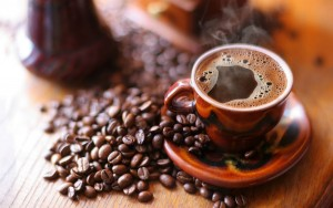 Coffee beans and a hot cup | Leonardo Bansko